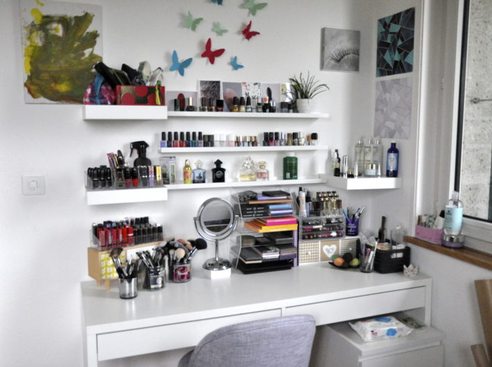 ma coiffeuse o et comment je range mon maquillage 2 r glisse myrtilles. Black Bedroom Furniture Sets. Home Design Ideas
